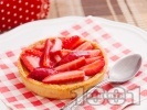 Рецепта Тарталети с крем и ягоди